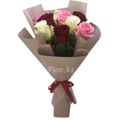 Букет из разноцветных голландских роз 60см